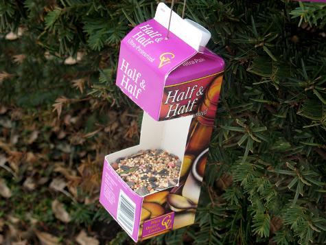 Как сделать из пакета от молока кормушку для птиц